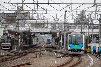 2020年3月31日。清瀬。左から、メトロ10034Fの下り回送列車、40102Fの504レ。