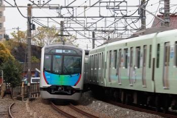 2020年3月31日。清瀬。左から、40102Fの504レ S-Train・豊洲ゆきと38113F(コウペン)の5205レ。