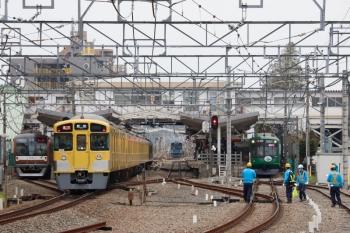 2020年3月31日。清瀬。左から、メトロ10034Fの下り回送列車、2091F+2461Fの2113レ、引き上げ線に佇む20152F、東急5122Fの6806レ。