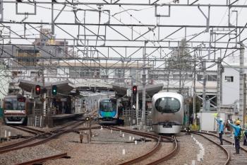 2020年3月31日。清瀬。左から、メトロ10034Fの下り回送列車、40103Fの3112レ、Laviewの14レ。850