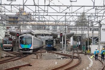 2020年3月31日。清瀬。左から、メトロ10034Fの下り回送列車、40104Fの6503レ、引き上げ線から2番ホームへ入った20152Fの5856レ。