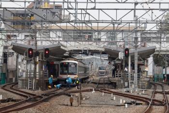 2020年3月31日。清瀬。左から、東急5160Fの3801レ、4番ホームから引き上げ線へ入ったメトロ10034F。