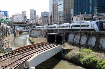 2020年4月2日 10時7分。御茶ノ水。中央線のE353系・東京ゆき特急とE231系500番代の総武緩行線。