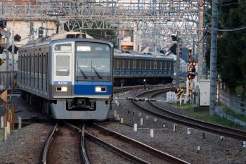 2020年4月3日。小平。6102Fの5464レ。到着後は上り方へ回送されて、さらに下り回送列車で1番ホームへ戻って5407レになっていました。