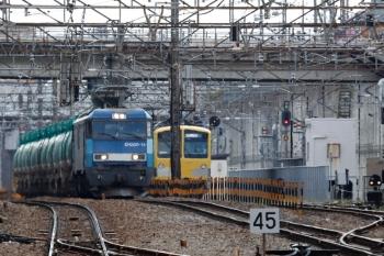 2020年4月11日 13時56分ころ。新秋津。西武263Fの横を通過するEH200-13牽引の石油タンク貨物列車。