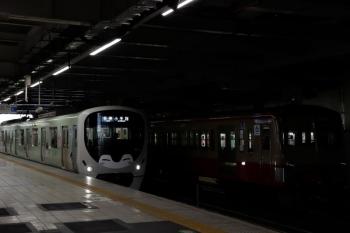 2020年4月11日。所沢。多摩川線へ送られる1253F(右)と38113F(コウペン)の5203レ。