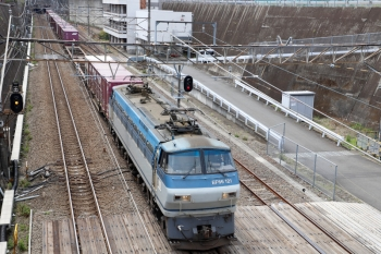 2020年4月12日 11時57分ころ。新秋津。EF66-121牽引の北行のコンテナ貨物列車。