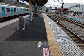 2020年4月12日。横瀬。1番ホームの中央部分も工事をした跡がありました。