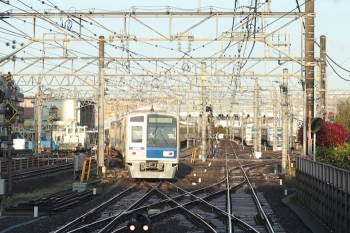 2020年4月14日 5時47分ころ。保谷。2番ホームから発車した6155Fの下り回送列車。