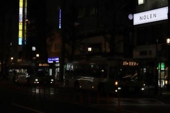2020年4月14日 18時53分ころ。目白駅前。新宿駅西口ゆきと池袋駅東口ゆきの都バス。