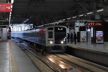 2020年4月14日 5時30分ころ。所沢。3番ホームを通過する6155Fの上り回送列車。
