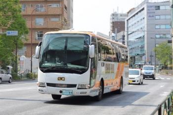 2020年4月16日 12時20分ころ。高田馬場駅近くの新目白通り。都心方面へ向かう群馬中央バスの回送。