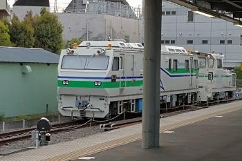 2020年4月16日。東長崎。レール探傷車とモーターカー。