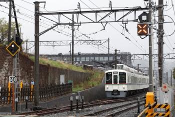 2020年4月18日 8時54分ころ。御花畑。「西武秩父」ゆき表示で秩父鉄道に入線する4023Fの6051レ。
