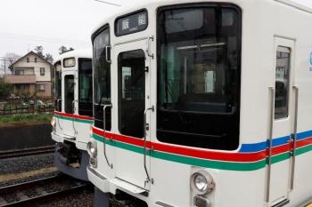 2020年4月18日 10時1分ころ。西武秩父。御花畑駅から戻ってきた4019Fの上り回送列車(左)と4012F+4017Fの5022レ。