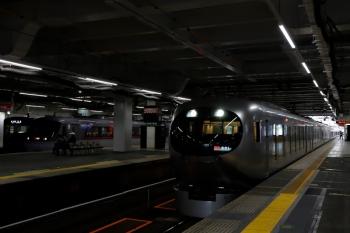 2020年4月19日。所沢。閑散とした駅で並んだ、右からLaviewの23レ、10111Fの130レ、20000系の5647レ。
