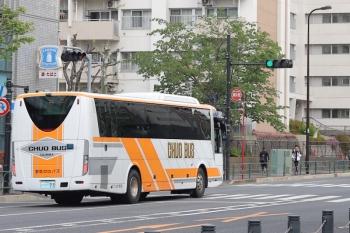 2020年4月22日 12時半ころ。高田馬場駅近くの新目白通り。都心方面へ向かう群馬中央バスの回送。