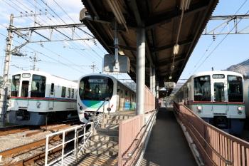 2020年4月23日。横瀬。左から、4007Fの御花畑ゆき下り回送列車、38111Fの1002レ、4023Fの5039レ。