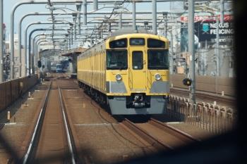 2020年4月26日。練馬〜中村橋駅間。「むさし65号」の車内から見えた、N2000系の5109レ(手前)と、Y500系の6703レ。