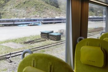 2020年4月26日。横瀬。到着直前に見えた、廃車となった10000系。