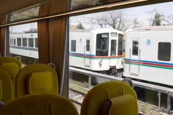 2020年4月26日。横瀬。右手の電留線には、秩父鉄道へ入れなかった4000系と1002レ用に待機するN2000系が見えます。