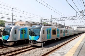 2020年5月2日。仏子。40103Fの4117レ(左)と、中線に入る40101Fの上り回送列車。