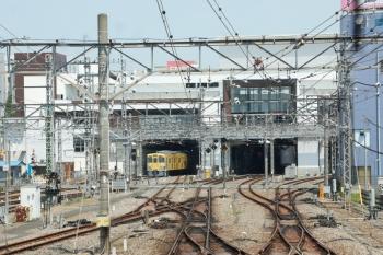 2020年5月2日 10時48分ころ。所沢。池袋線上り列車から見た駅舎南側。