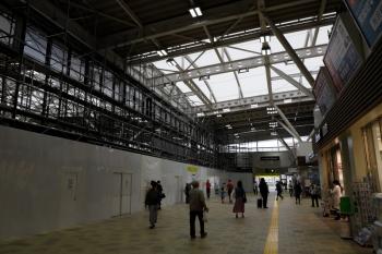 2020年5月9日。所沢。改札を出てすぐの所。左側が駅ビルの増築部分。