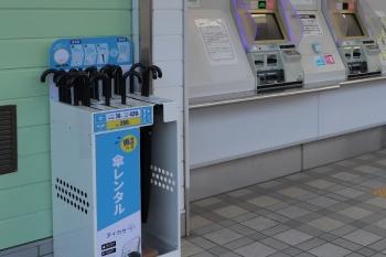 2020年5月23日。元加治。切符売り場横の傘レンタル「アイカサ」。