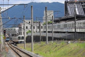 2020年5月23日 9時55分ころ。西武秩父/御花畑。右から、4017F+4021Fの5022レ、4003Fの6053レ、秩父鉄道の熊谷ゆき。