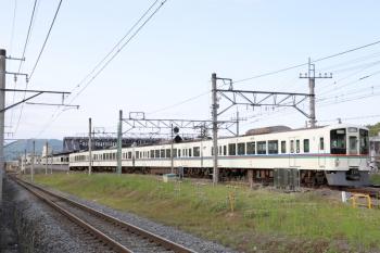 2020年5月24日 16時36分ころ。西武秩父。御花畑駅へ向かう4021Fの下り回送列車(手前)と3番ホームに到着した4005Fの5039レ。