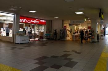 2020年5月30日1 17時10分ころ。入間市。改札前の雑貨屋さんも営業再開。