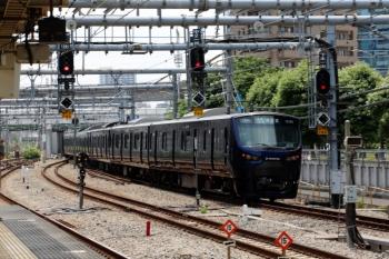 2020年5月30日 11時7分ころ。大崎。上りホームから発車した、相鉄12000系による海老名ゆきの下り各停。駅南側の渡り線で転線します。