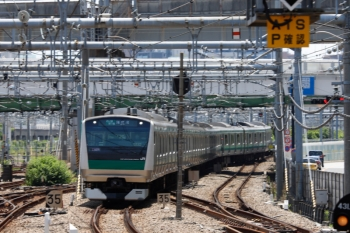 2020年5月30日 11時19分ころ。大崎。駅南側の渡り線で転線し、海老名ゆき表示で下りホームへ到着する埼京線の上り列車。
