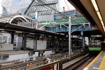 2020年5月30日 10時ころ。渋谷。内回りホーム北側から見た工事現場。北端です。軌道は山手線とほぼ同じ縦位置にあり、落ち着いています。