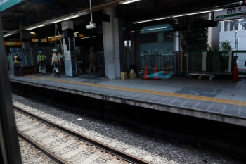 2020年5月30日 11時前。渋谷。内回り列車の車内から見た渋谷駅の南側。旧ホームも南側は静かでした。