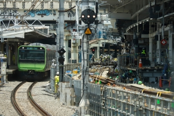 2020年5月30日 11時半ころ。渋谷。外回り列車の車内から見た渋谷駅の南側。