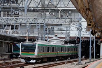 2020年5月30日 9時48分ころ。新宿。北行ホームへ到着するE233系の湘南新宿ライン 南行列車(新宿止まり)。