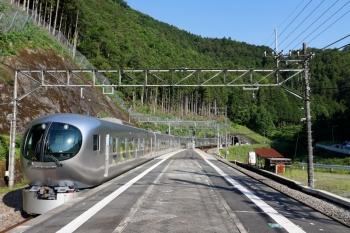 2020年5月30日 7時3分ころ。正丸。2番ホームを通過する001-D編成の上り回送列車。