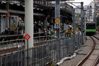 2020年5月31日 14時過ぎ。渋谷駅。新ホーム上で何やら作業しています。