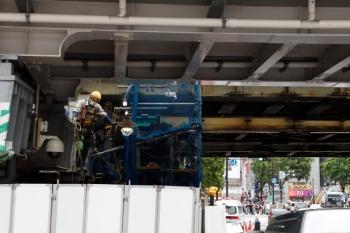 2020年5月31日 15時ころ。渋谷。駅の西側。ホーム北端のすぐ横の橋の下です。手前の橋が山手貨物線。