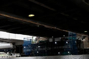 2020年5月31日 15時ころ。渋谷。駅の西側。ホーム北端のすぐ横の橋の下です。左が山手貨物線。