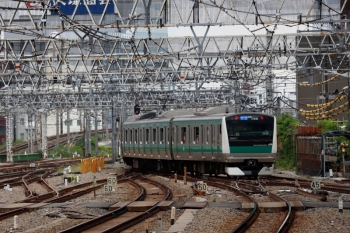2020年5月31日 13時55分ころ。新宿。南行ホームから発車した、埼京線の北行列車。