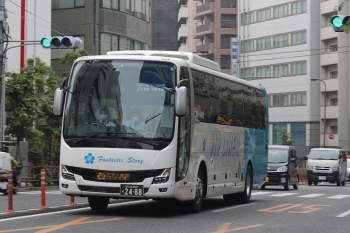 2020年6月4日 8時14分ころ。池袋駅近くの明治通り。大阪方面発の夜行高速バス。