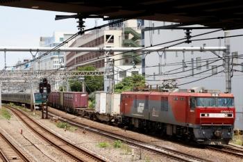 2020年6月7日 11時50分ころ。池袋〜目白。EH500-33牽引のコンテナ貨物列車3086レ(右)とE233系の埼京線下り列車がすれ違い。