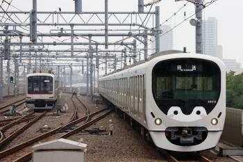 2020年6月7日 6時8分ころ。石神井公園。4番ホームを通過する38113Fの上り回送列車。