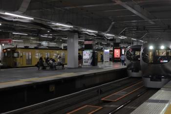 2020年6月17日。所沢。左端はおそらく2007Fほかの新宿線2809レ。中央奥が001-G編成の46レ、右が001-F編成の37レ。