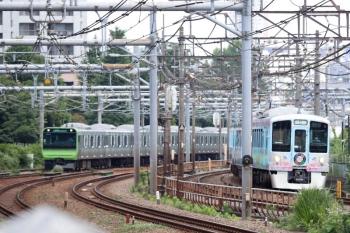 2020年6月20日 10時38分ころ。高田馬場〜西武新宿。ゆっくりと進む4009Fの上り回送列車。山手線のE235系も並走。