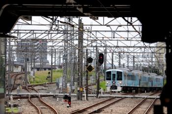 2020年6月20日 11時34分ころ。所沢。新宿線上り方から池袋線の4番ホームへ進む4009Fの下り列車。