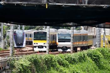 2020年6月21日 11時24分ころ。御茶ノ水。右から、中央快速E233系、総武緩行E231系、そしてE353系の下り回送。